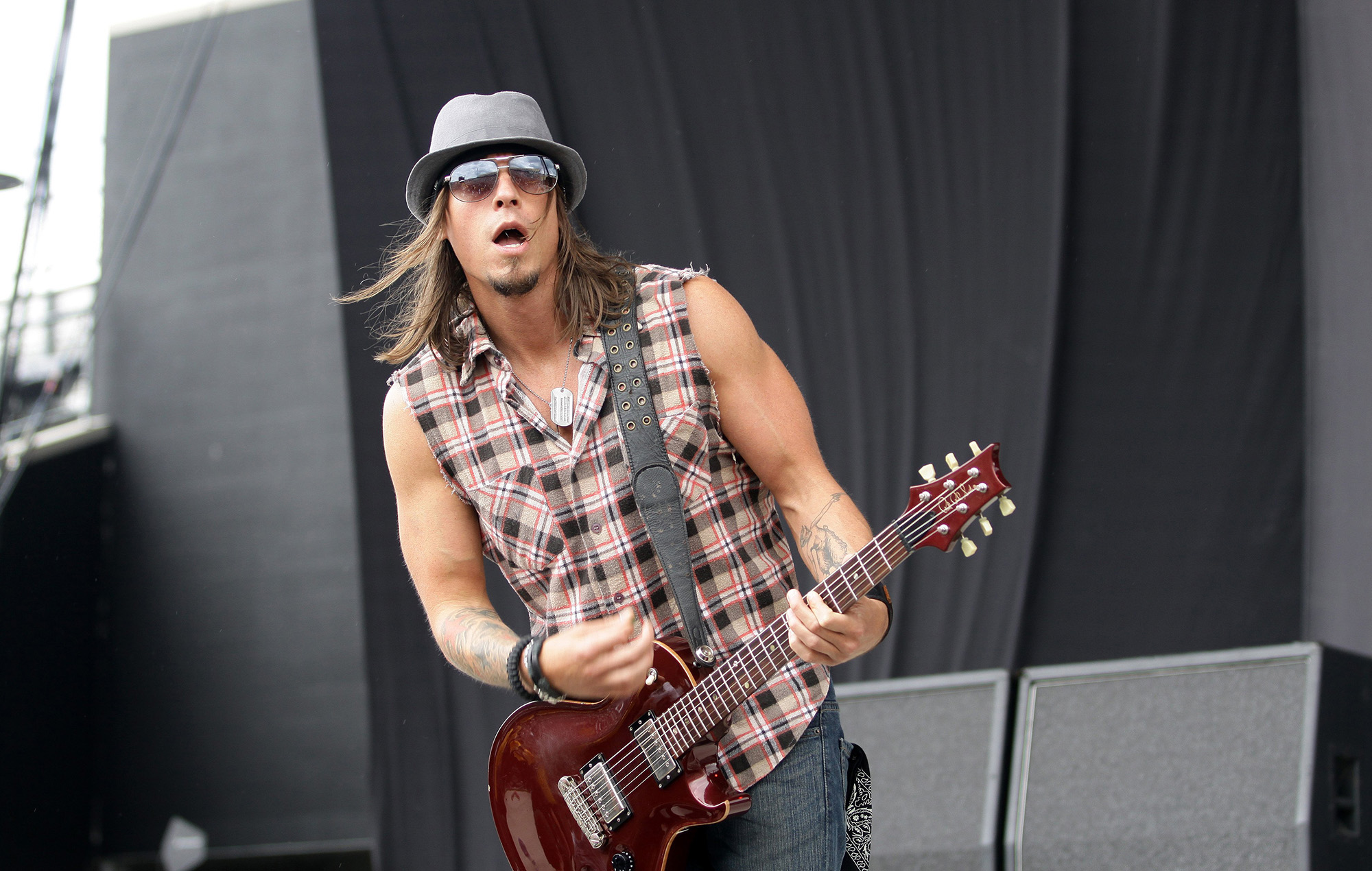 Paul Phillips of Puddle of Mudd in 2010